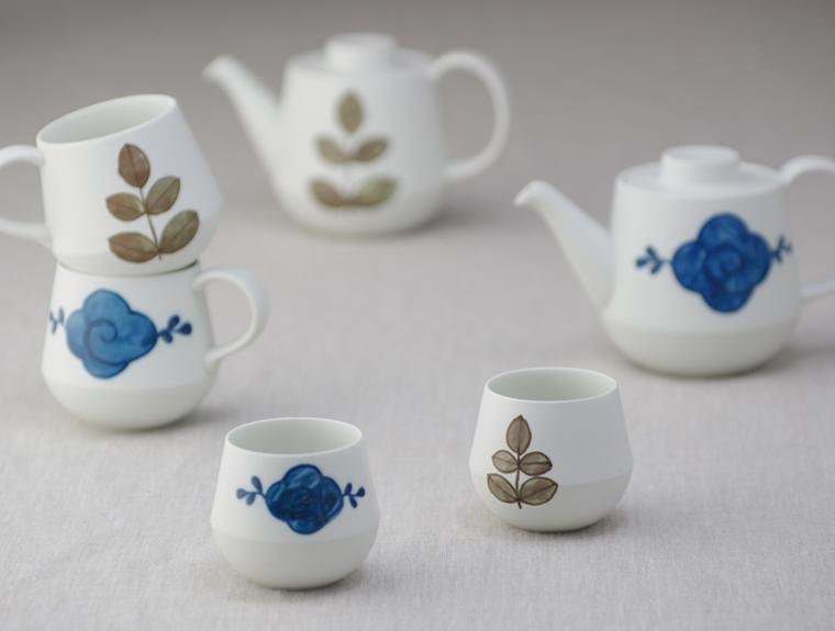 呉須と錆でそれぞれ描かれた風合いのある器